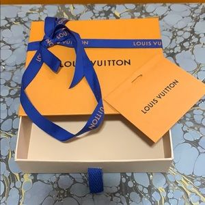 COPY - Louis Vuitton box with ribbon and card
